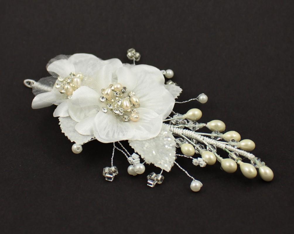 6e4e4132035 Svatební bižuterie do vlasů perličky dvě květiny 5468-2